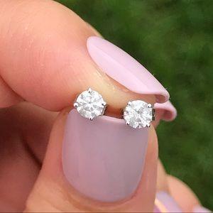Jewelry - 💎 14k White Gold Diamond Stud Earrings 💎